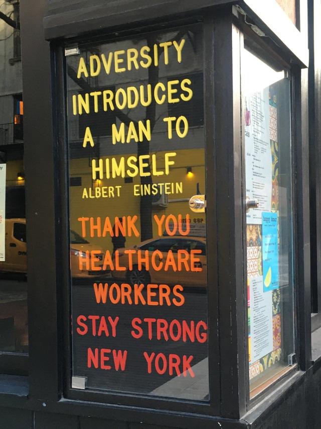 Phải đóng cửa vì dịch, các cửa hàng ở New York không quên trấn an khách hàng bằng những thông điệp vui vẻ, tích cực: Cẩn thận nhé, nhất định chúng tôi sẽ trở lại - Ảnh 8.