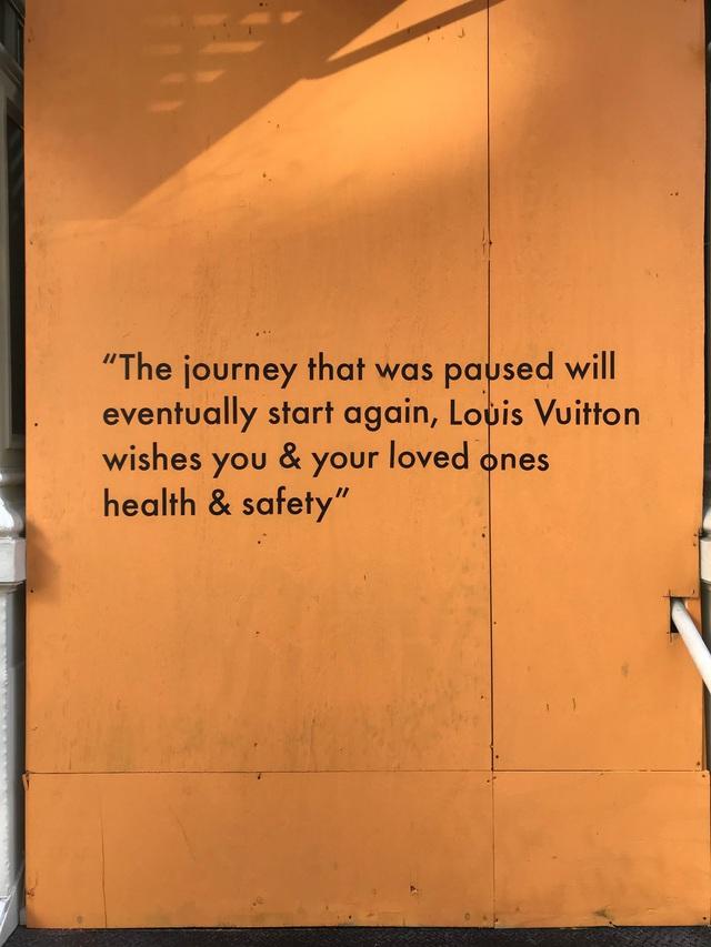 Phải đóng cửa vì dịch, các cửa hàng ở New York không quên trấn an khách hàng bằng những thông điệp vui vẻ, tích cực: Cẩn thận nhé, nhất định chúng tôi sẽ trở lại - Ảnh 11.