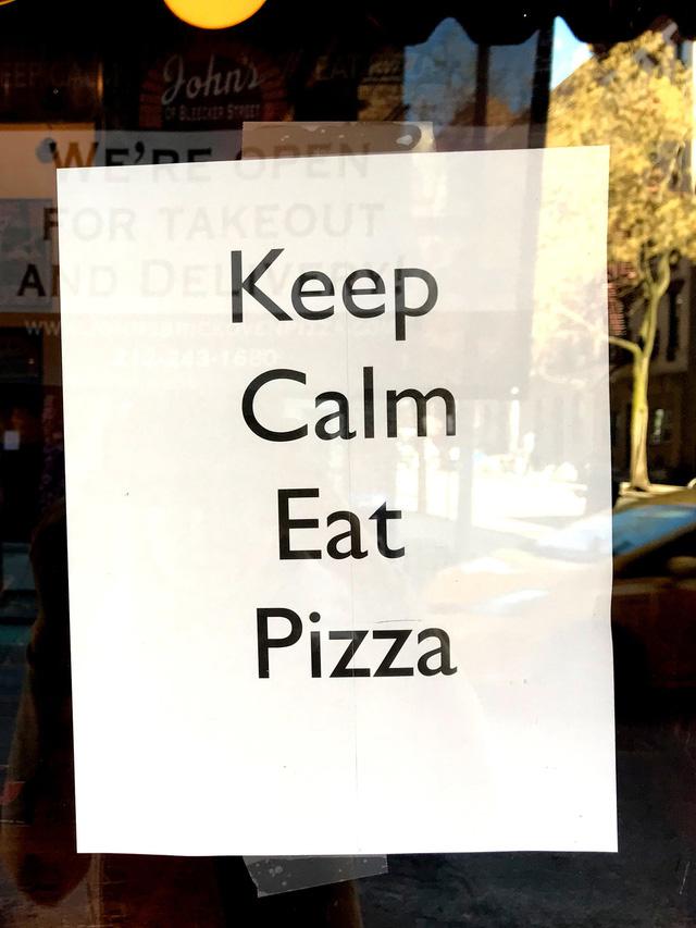 Phải đóng cửa vì dịch, các cửa hàng ở New York không quên trấn an khách hàng bằng những thông điệp vui vẻ, tích cực: Cẩn thận nhé, nhất định chúng tôi sẽ trở lại - Ảnh 7.
