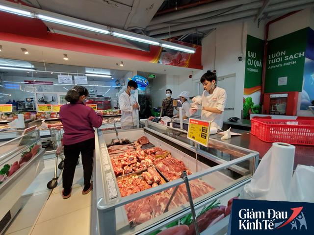 Giá thịt lợn cuối tuần tại siêu thị giảm mạnh tới 25% dù lợn hơi vẫn ở mức 80.000 đồng/kg - Ảnh 1.