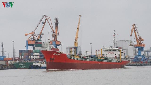 Cảng biển Hải Phòng duy trì hoạt động trong mùa dịch Covid-19 - Ảnh 1.