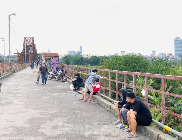 Nườm nượp người tập thể dục trên cầu Long Biên chiều cuối tuần - Ảnh 11.