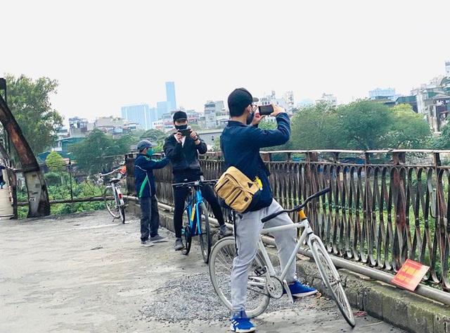 Nườm nượp người tập thể dục trên cầu Long Biên chiều cuối tuần - Ảnh 13.