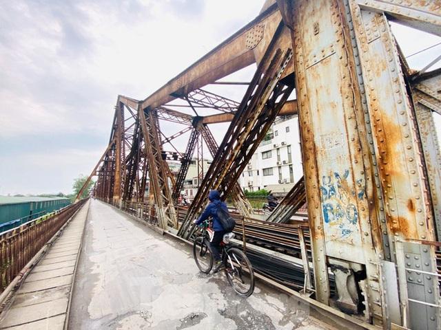 Nườm nượp người tập thể dục trên cầu Long Biên chiều cuối tuần - Ảnh 16.