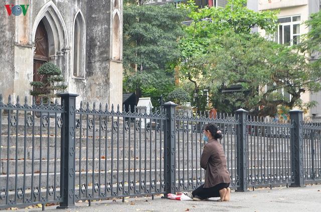 Ảnh: Nhà thờ ở Hà Nội vắng lặng dịp Lễ Phục sinh, tổ chức trực tuyến tránh Covid-19 - Ảnh 3.