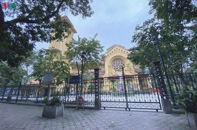 Ảnh: Nhà thờ ở Hà Nội vắng lặng dịp Lễ Phục sinh, tổ chức trực tuyến tránh Covid-19 - Ảnh 4.