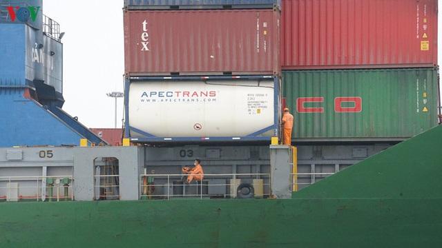 Cảng biển Hải Phòng duy trì hoạt động trong mùa dịch Covid-19 - Ảnh 6.