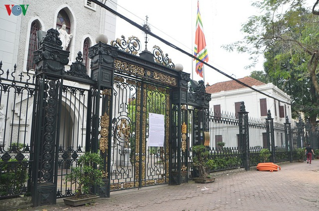 Ảnh: Nhà thờ ở Hà Nội vắng lặng dịp Lễ Phục sinh, tổ chức trực tuyến tránh Covid-19 - Ảnh 7.