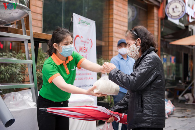 Thêm máy ATM phát gạo miễn phí tại Hà Đông cho người nghèo - Ảnh 7.