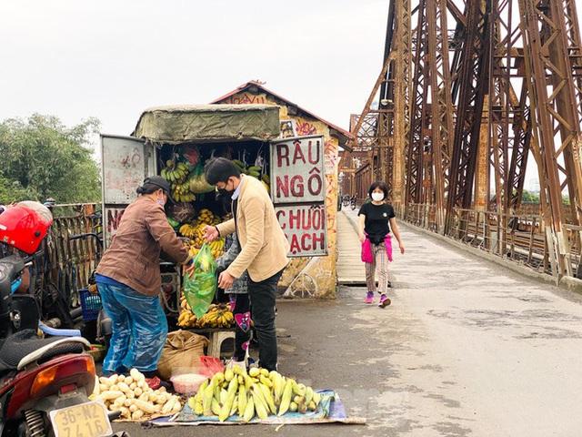 Nườm nượp người tập thể dục trên cầu Long Biên chiều cuối tuần - Ảnh 9.
