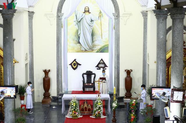 Ảnh: Nhà thờ ở Hà Nội vắng lặng dịp Lễ Phục sinh, tổ chức trực tuyến tránh Covid-19 - Ảnh 10.