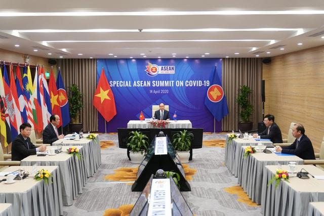 Chùm ảnh: Thủ tướng chủ trì Hội nghị cấp cao đặc biệt ứng phó COVID-19 - Ảnh 2.