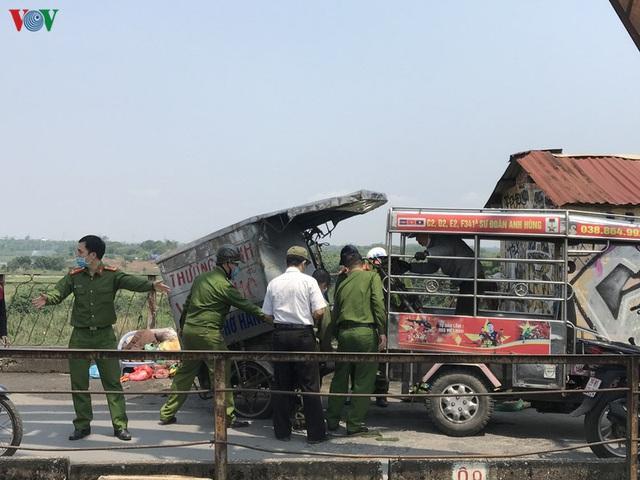 Ngày thứ 14 cách ly xã hội: xe cộ đổ về tại các cửa ngõ ở Hà Nội - Ảnh 13.