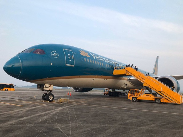 Chuyến bay đưa công dân có hoàn cảnh đặc biệt khó khăn từ Anh về Việt Nam  - Ảnh 1.