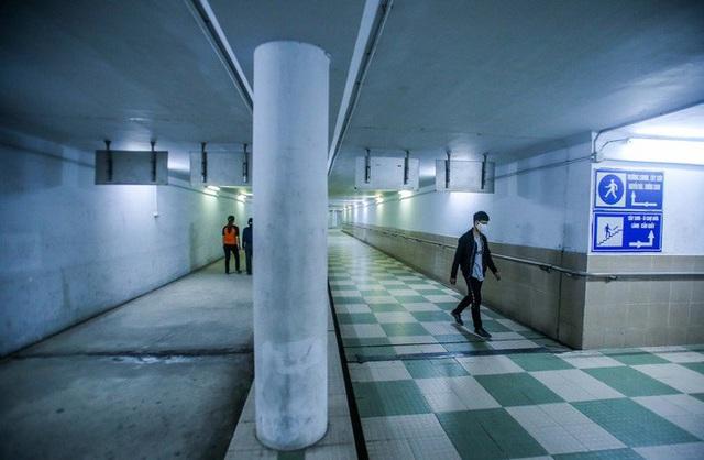 Công viên đóng cửa, người dân xuống hầm đi bộ tập thể dục  - Ảnh 11.