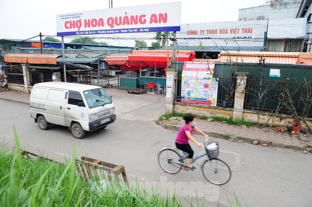 Chợ hoa lớn nhất Hà Nội đóng cửa chuyển sang bán hàng trực tuyến - Ảnh 2.