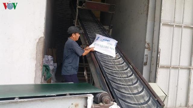 Giải pháp nào để gỡ khó cho doanh nghiệp xuất khẩu gạo - Ảnh 2.