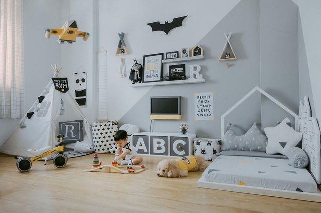Thiết kế phòng cho con trai với nhiều món đồ trang trí cá tính