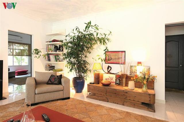 Ngôi nhà có phong cách nhiệt đới lịch lãm - Ảnh 2.