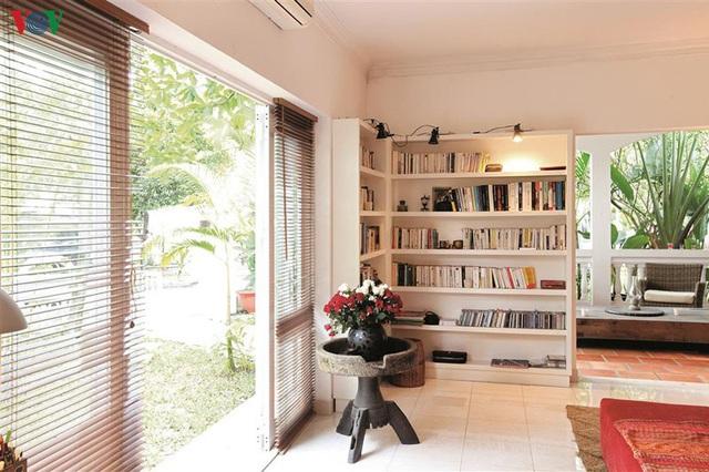Ngôi nhà có phong cách nhiệt đới lịch lãm - Ảnh 7.