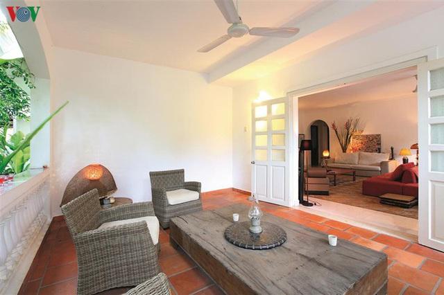 Ngôi nhà có phong cách nhiệt đới lịch lãm - Ảnh 8.