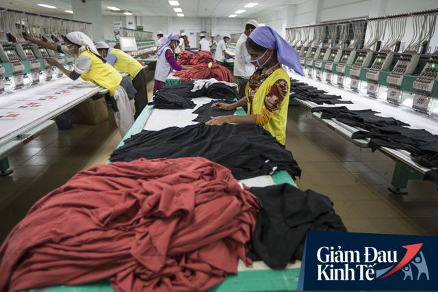 Bloomberg: Các nhà bán lẻ có thể làm gì để cứu công nhân và ngành công nghiệp tỷ USD của Việt Nam? - Ảnh 1.