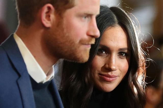 Báo Mỹ: Harry được cho là muốn trở về Anh để giúp đỡ gia đình, Meghan Markle ngay lập tức đe dọa ly hôn - Ảnh 2.