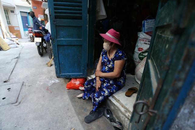 Bô lão vé số mùa Covid-19: Ba má ở Sài Gòn tiền lớn không có, chứ cơm rau người ta cho có thể sống qua ngày - Ảnh 16.