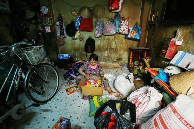 Bô lão vé số mùa Covid-19: Ba má ở Sài Gòn tiền lớn không có, chứ cơm rau người ta cho có thể sống qua ngày - Ảnh 17.