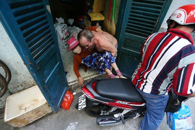 Bô lão vé số mùa Covid-19: Ba má ở Sài Gòn tiền lớn không có, chứ cơm rau người ta cho có thể sống qua ngày - Ảnh 18.