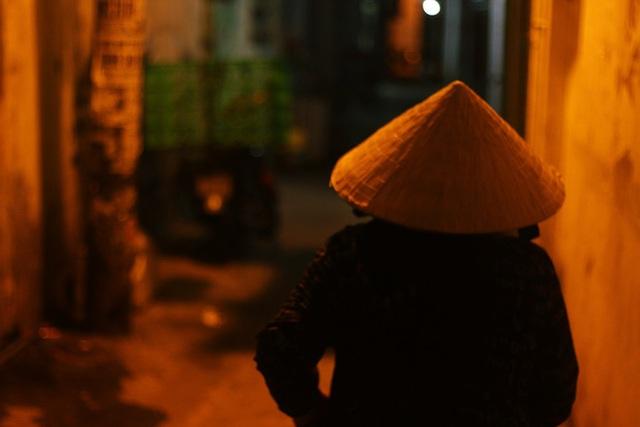 Bô lão vé số mùa Covid-19: Ba má ở Sài Gòn tiền lớn không có, chứ cơm rau người ta cho có thể sống qua ngày - Ảnh 20.