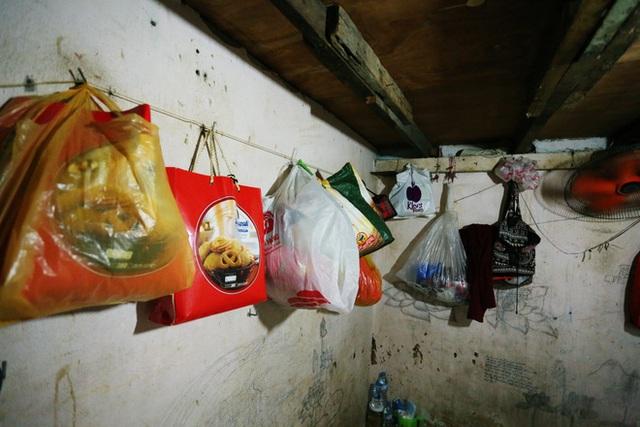 Bô lão vé số mùa Covid-19: Ba má ở Sài Gòn tiền lớn không có, chứ cơm rau người ta cho có thể sống qua ngày - Ảnh 8.
