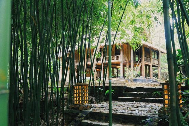 Mê mẩn khu nhà trên núi có ao đầy cá, vườn trĩu quả - Ảnh 1.