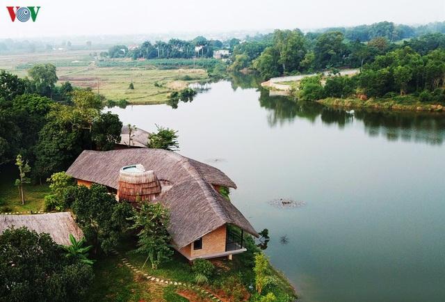Độc đáo ngôi nhà ở nông thôn hình lưỡi liềm - Ảnh 1.