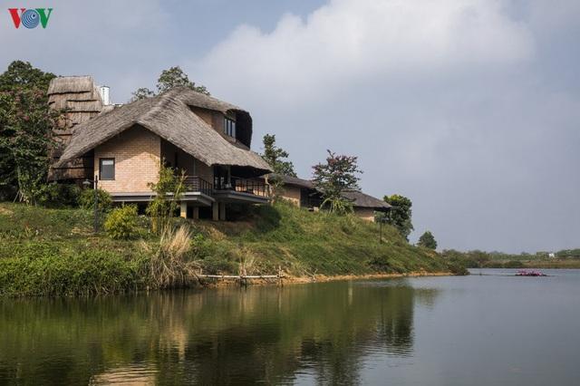 Độc đáo ngôi nhà ở nông thôn hình lưỡi liềm - Ảnh 3.