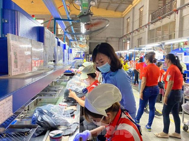 Nơi có hơn 1 triệu lao động làm gì để cứu DN thoát khủng hoảng thời dịch COVID-19? - Ảnh 1.