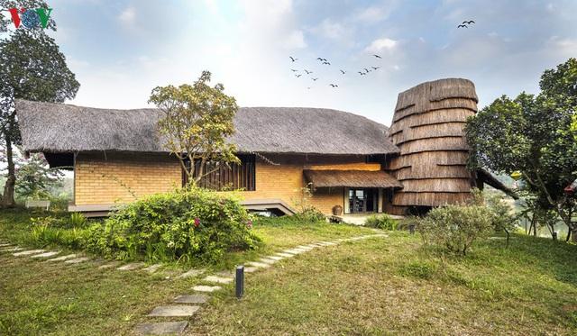 Độc đáo ngôi nhà ở nông thôn hình lưỡi liềm - Ảnh 5.