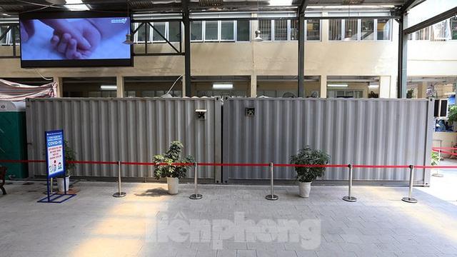 Cận cảnh phòng khám dã chiến bằng container ở bệnh viện phụ sản T.Ư - Ảnh 2.