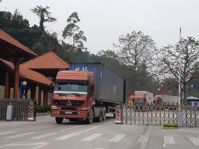 Công an Lạng Sơn điều tra việc tài xế chặt chém giá vận chuyển nông sản sang Trung Quốc - Ảnh 1.