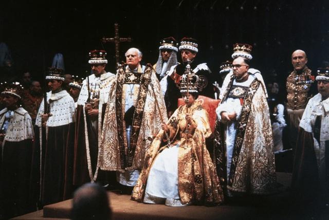 Nữ hoàng Elizabeth II: Từ công chúa sinh ra trong nhung lụa trở thành người phụ nữ quyền lực truyền cảm hứng cho hàng triệu trái tim - Ảnh 11.