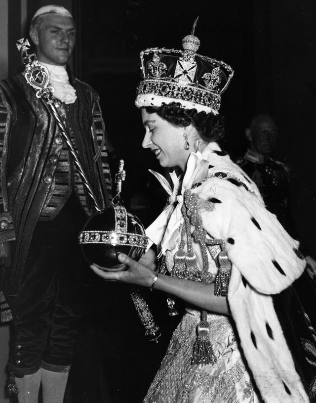 Nữ hoàng Elizabeth II: Từ công chúa sinh ra trong nhung lụa trở thành người phụ nữ quyền lực truyền cảm hứng cho hàng triệu trái tim - Ảnh 12.