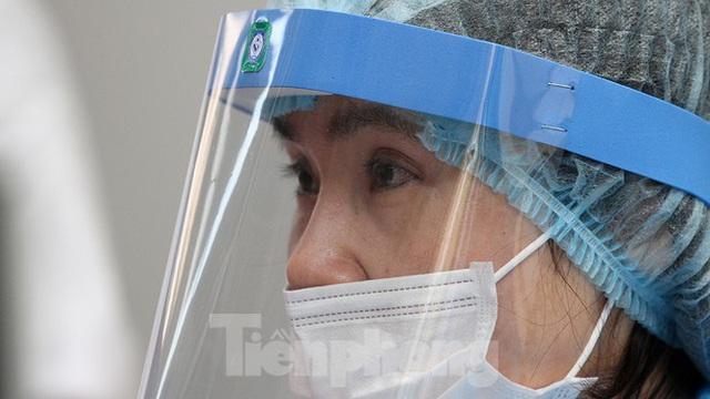 Cận cảnh phòng khám dã chiến bằng container ở bệnh viện phụ sản T.Ư - Ảnh 14.