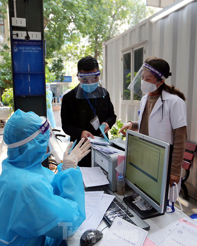 Cận cảnh phòng khám dã chiến bằng container ở bệnh viện phụ sản T.Ư - Ảnh 15.