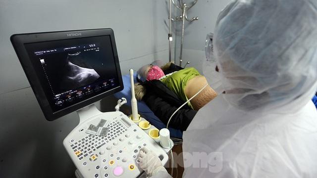 Cận cảnh phòng khám dã chiến bằng container ở bệnh viện phụ sản T.Ư - Ảnh 16.