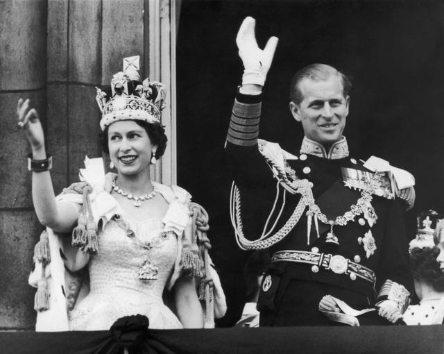 Nữ hoàng Elizabeth II: Từ công chúa sinh ra trong nhung lụa trở thành người phụ nữ quyền lực truyền cảm hứng cho hàng triệu trái tim - Ảnh 17.