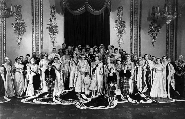 Nữ hoàng Elizabeth II: Từ công chúa sinh ra trong nhung lụa trở thành người phụ nữ quyền lực truyền cảm hứng cho hàng triệu trái tim - Ảnh 18.