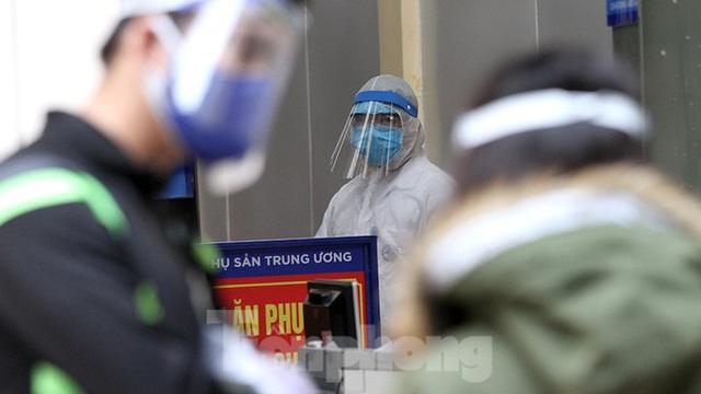 Cận cảnh phòng khám dã chiến bằng container ở bệnh viện phụ sản T.Ư - Ảnh 3.