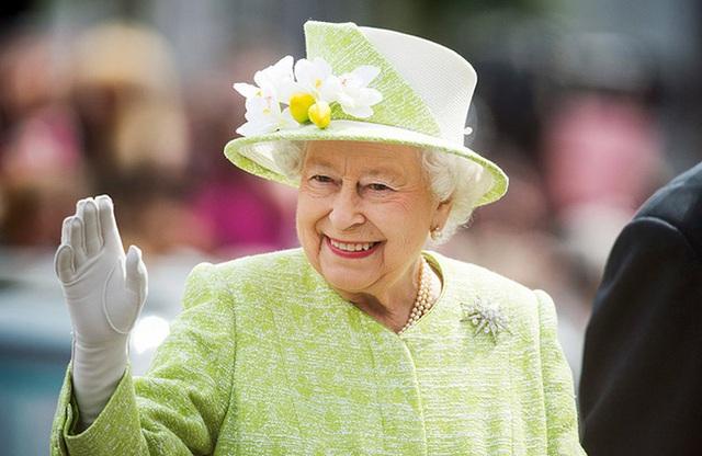 Nữ hoàng Elizabeth II: Từ công chúa sinh ra trong nhung lụa trở thành người phụ nữ quyền lực truyền cảm hứng cho hàng triệu trái tim - Ảnh 24.