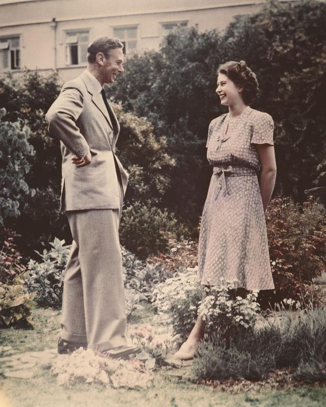 Nữ hoàng Elizabeth II: Từ công chúa sinh ra trong nhung lụa trở thành người phụ nữ quyền lực truyền cảm hứng cho hàng triệu trái tim - Ảnh 25.