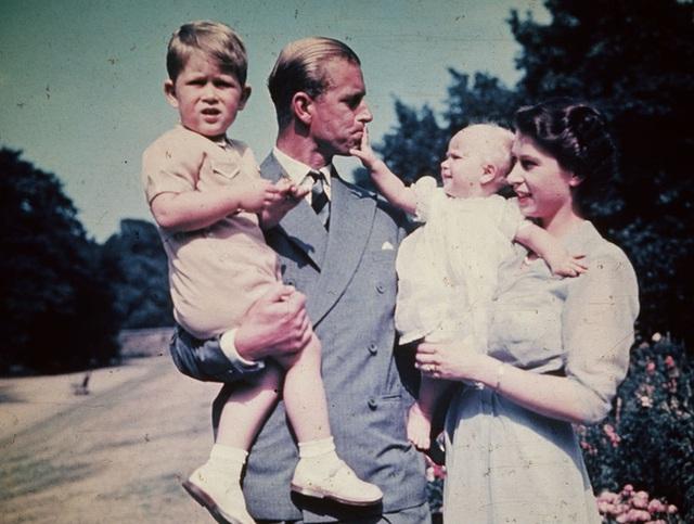 Nữ hoàng Elizabeth II: Từ công chúa sinh ra trong nhung lụa trở thành người phụ nữ quyền lực truyền cảm hứng cho hàng triệu trái tim - Ảnh 28.